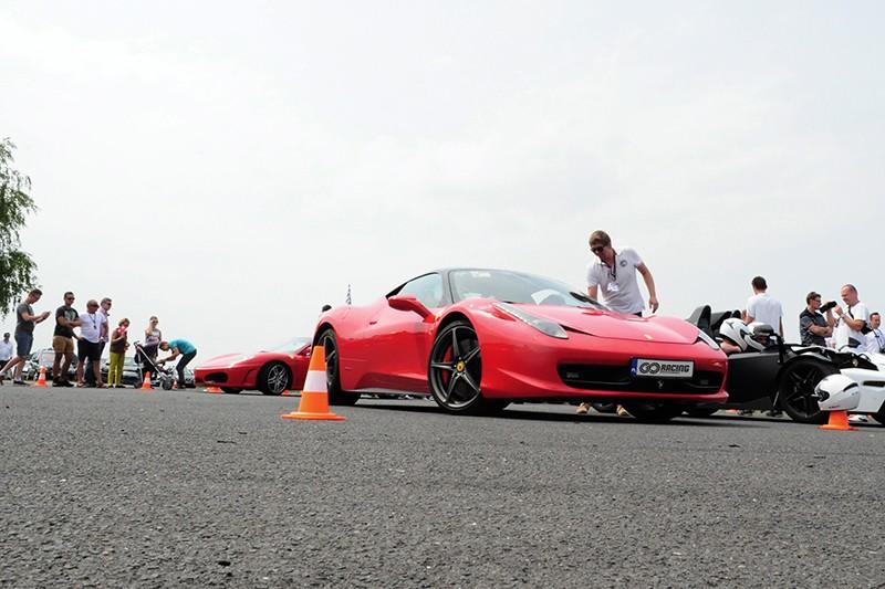 Wynajmujemy Ferrari
