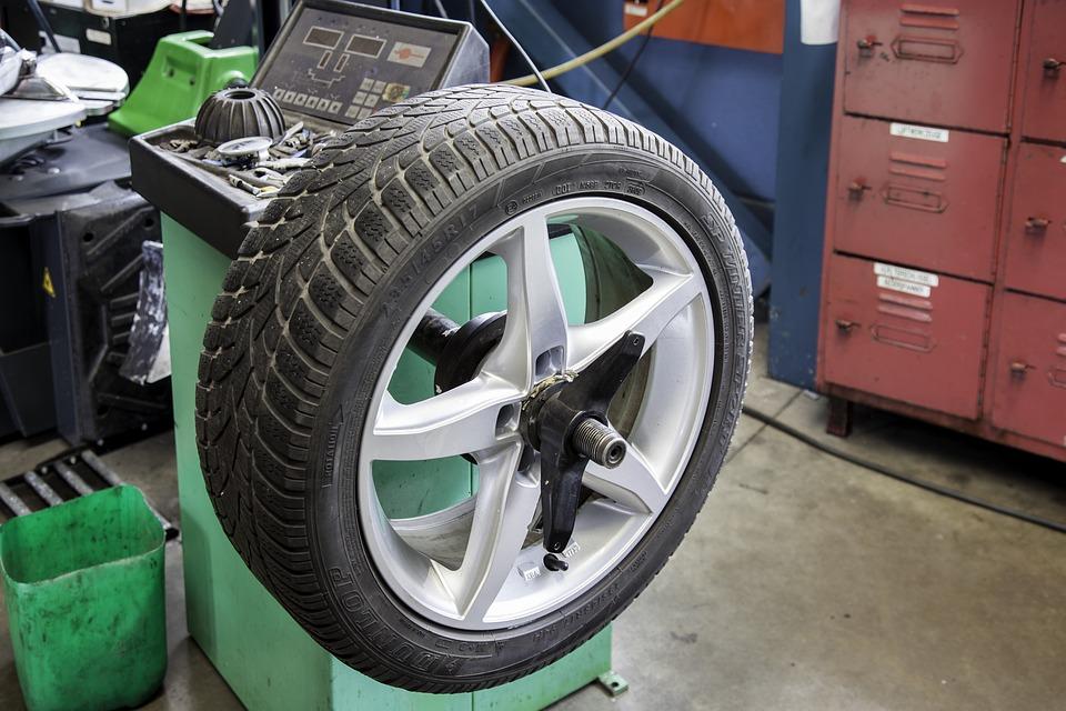 Przegląd i naprawa samochodu